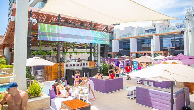 Caesars Entertainment has to make a schedule for the pool party