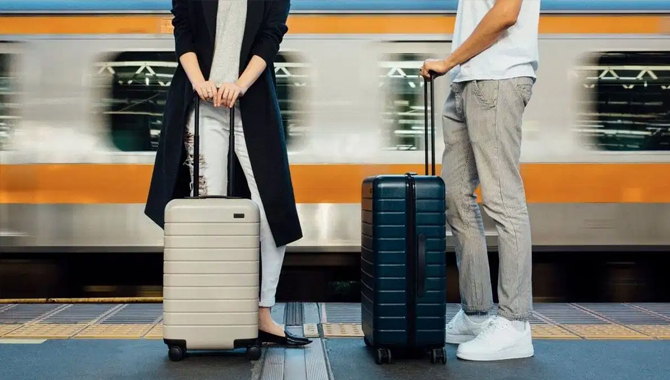 Difference between carry-on and personal item